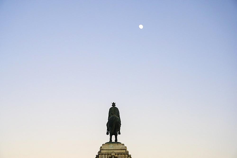 Spain, Valencia, Placa De Joan De Vila Rasa, Statue of King Ferdinand III in Plaza Nueva