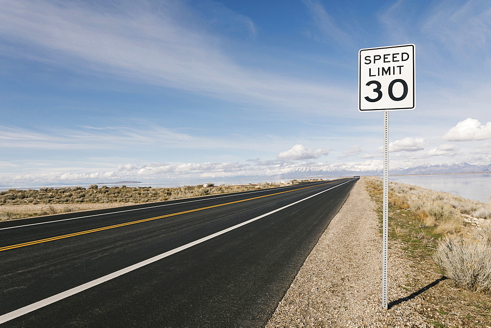 USA, Utah, Salt Lake City, Empty road with speed limit sign