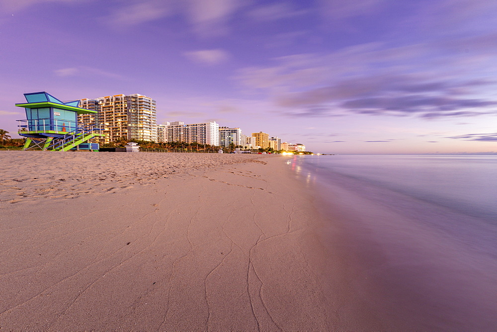 USA, Florida, Miami, Lifeguard hut and hotels on beach