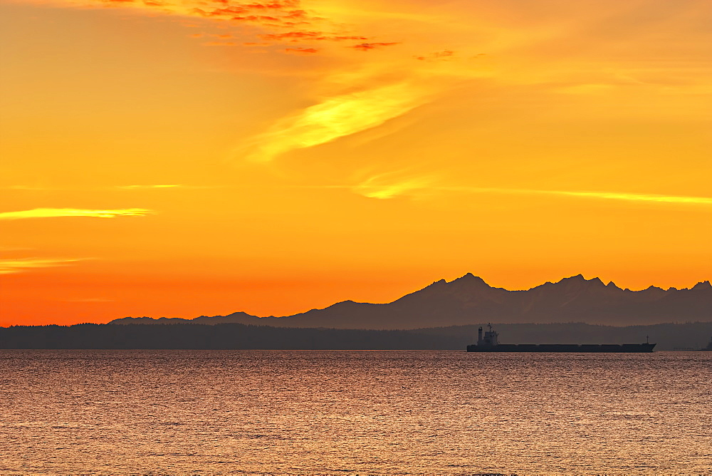 USA, Washington, Seattle, Sunset over seashore