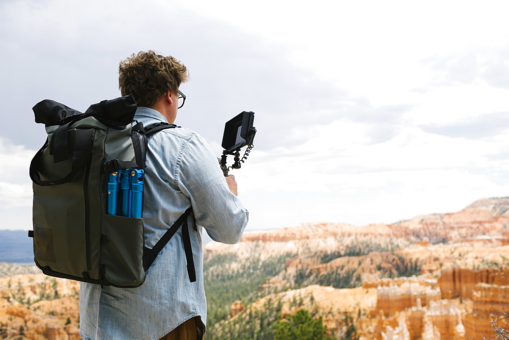 USA, Utah, Bryce Canyon, Man recording video in national park