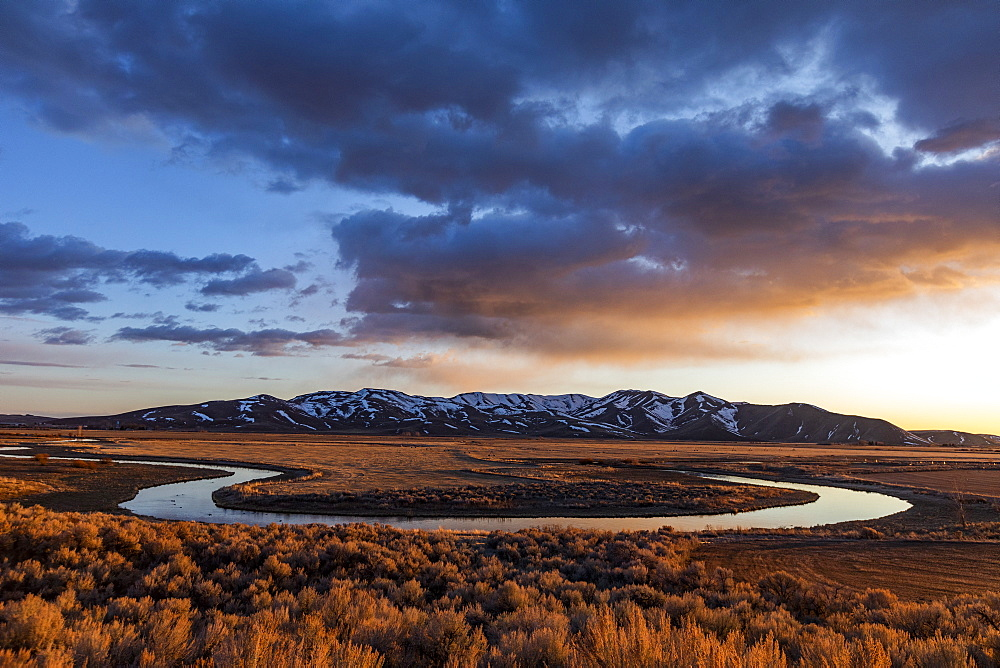 USA, Idaho, Picabo, Sunset over plain and mountain range