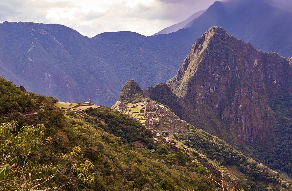 Peru, Machu Pichu, Machu Picchu and ruins of aztec village