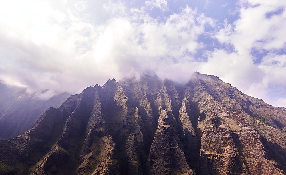 USA, Hawaii, Kauai, Na Pali, Na Pali Mountains in clouds