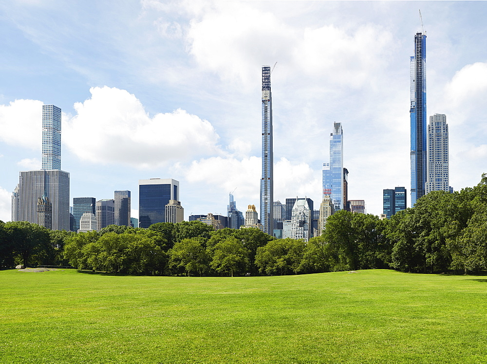 USA, New York, New York City, Central Park with city skyline
