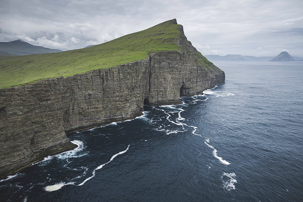Denmark, Faroe Islands, Sorvagur, Sea coast with cliffs