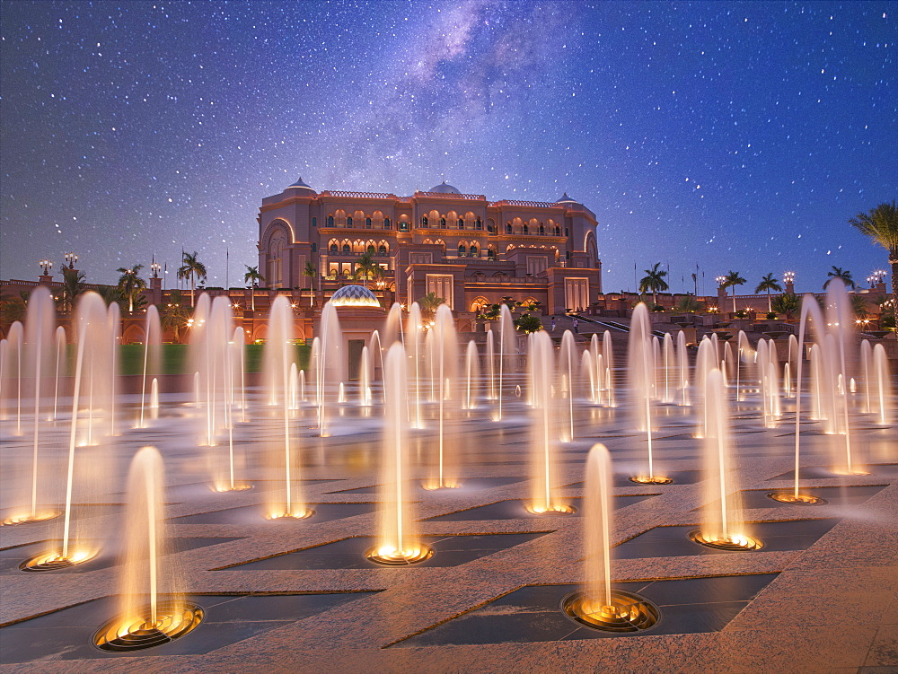 United Arab Emirates, Abu Dhabi, Fountain in front of Hotel Emirates Palace