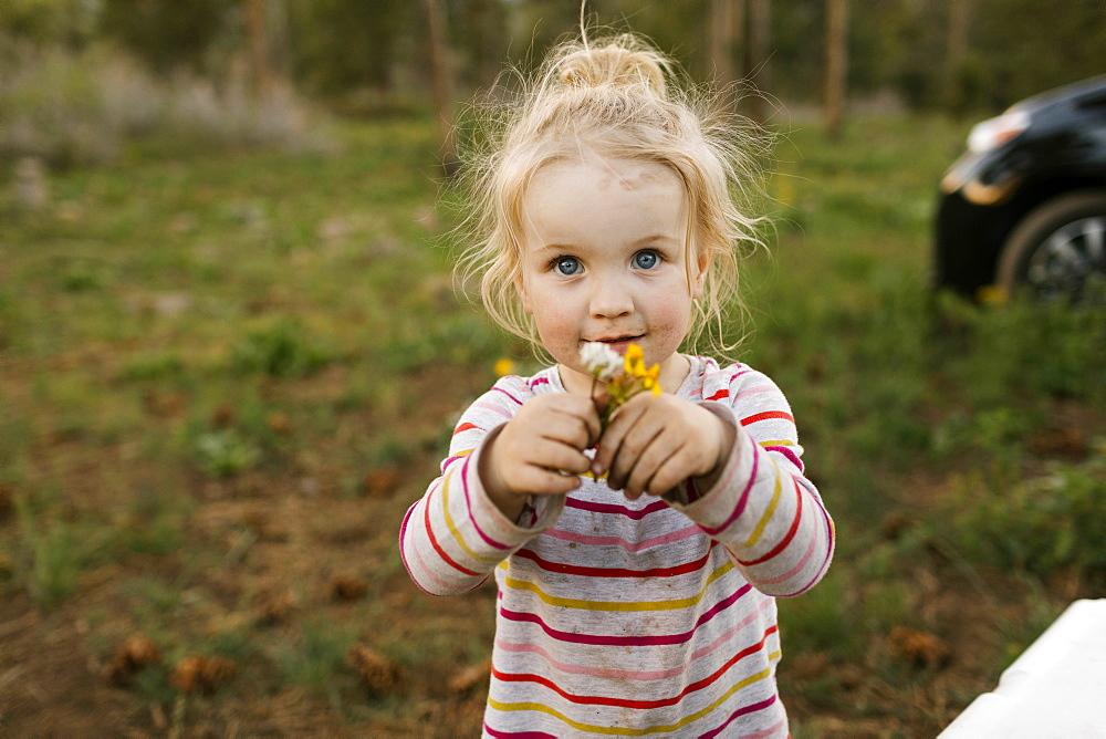 Portrait of girl (2-3) holding flowers