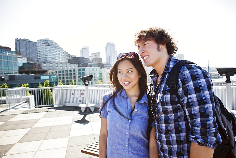 USA, Washington, Seattle, Young couple sightseeing