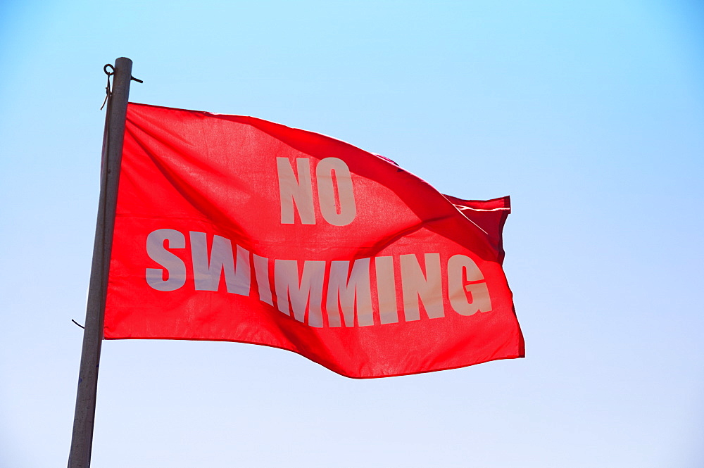 USA, North Carolina, Outer Banks, Kill Devil Hills, no swimming sign
