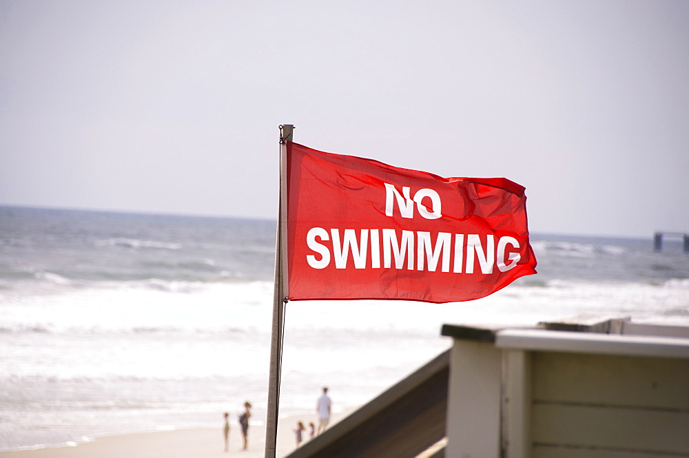 USA, North Carolina, Outer Banks, Kill Devil Hills, no swimming sign on beach