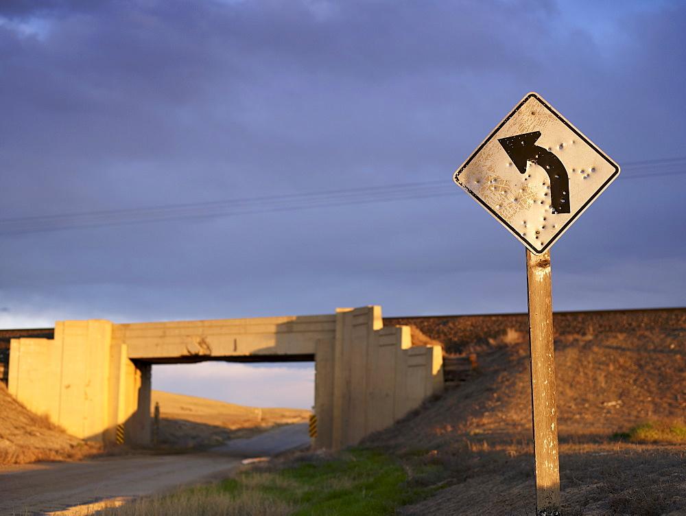 USA, Utah, Road sign and train viaduct