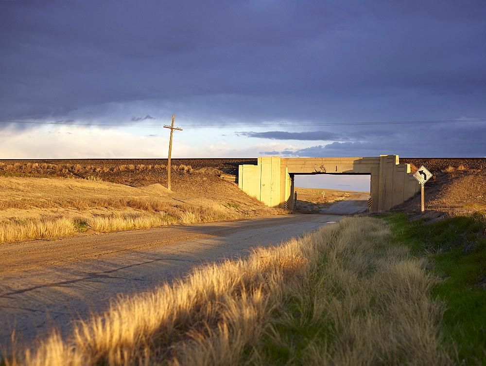 USA, Utah, Road and train viaduct