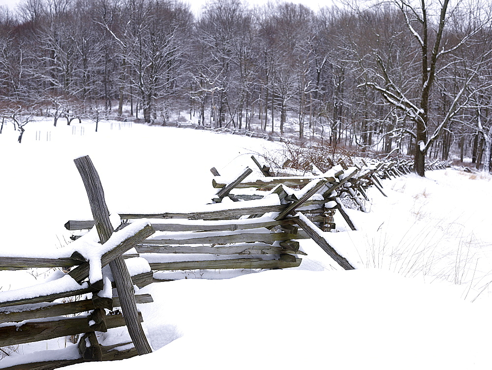 USA, New York State, Wooden fence in winter scenery - 1178-5624