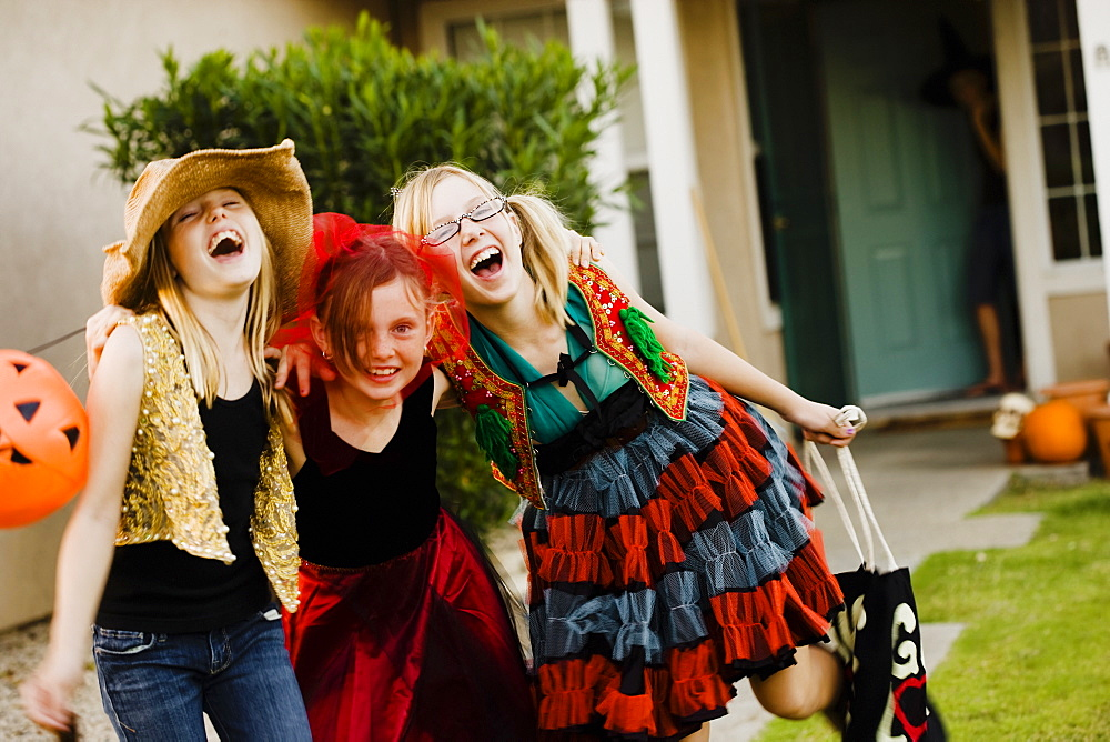Girls trick or treating - 1178-6466