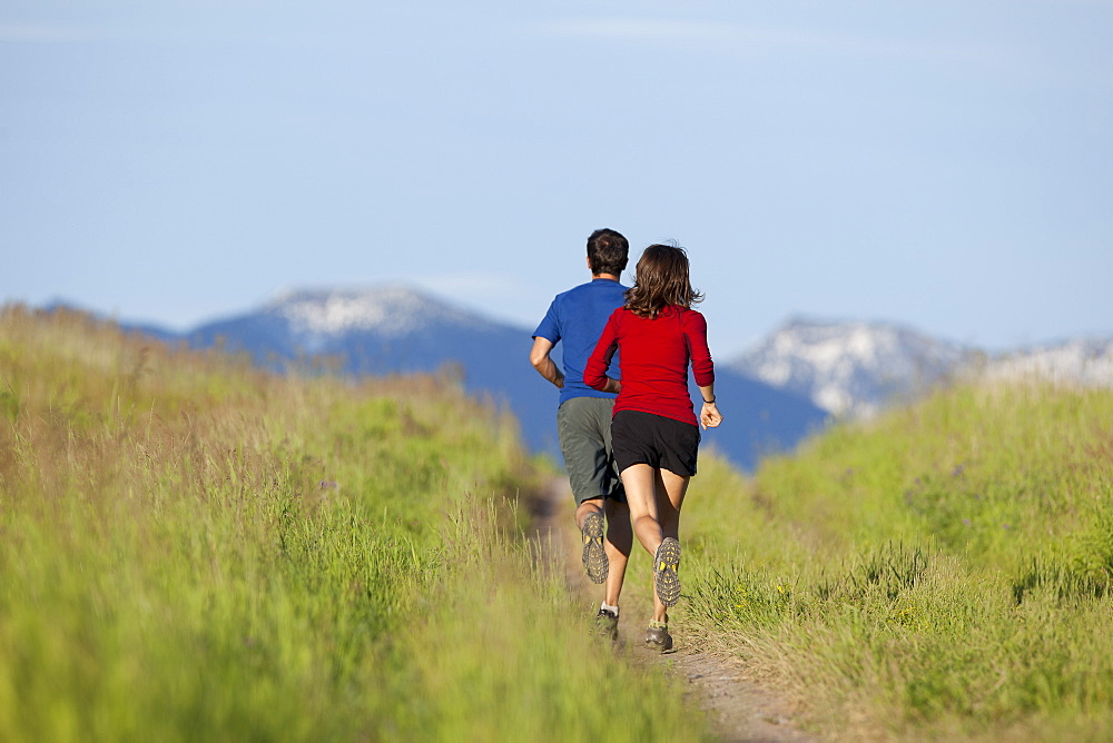 USA, Montana, Kalispell, Couple jogging in mountainside, USA, Montana, Kalispell
