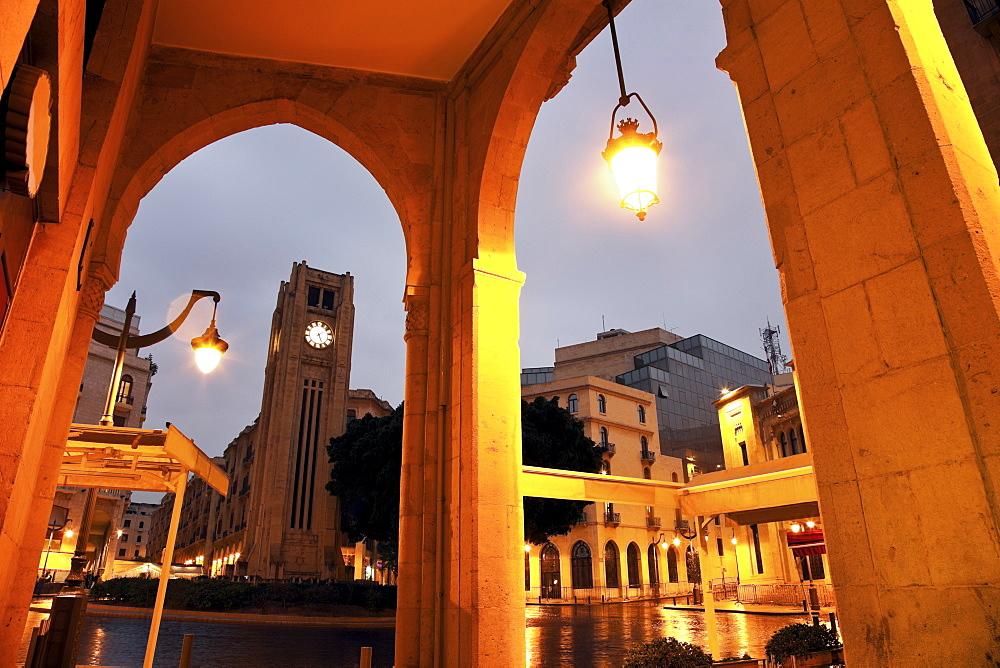 Place d'Etoile with Parliament building