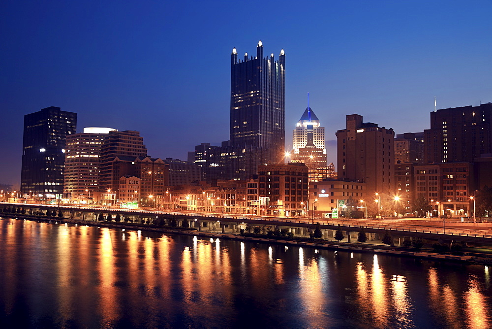 USA, Pennsylvania, Pittsburgh, Cityscape at night