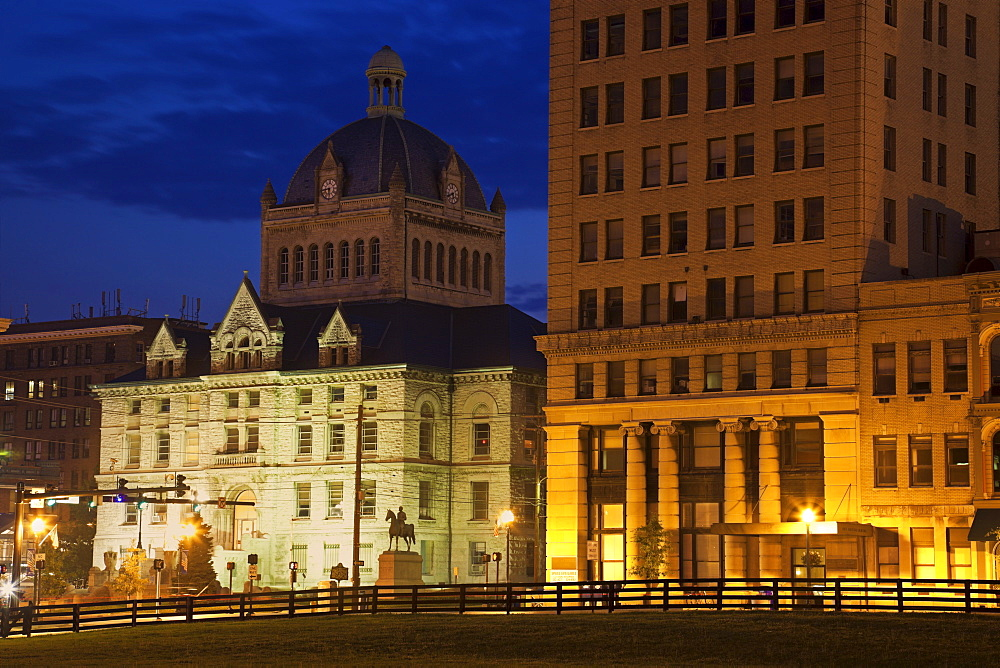 USA, Kentucky, Lexington, Courthouse illuminated at dusk