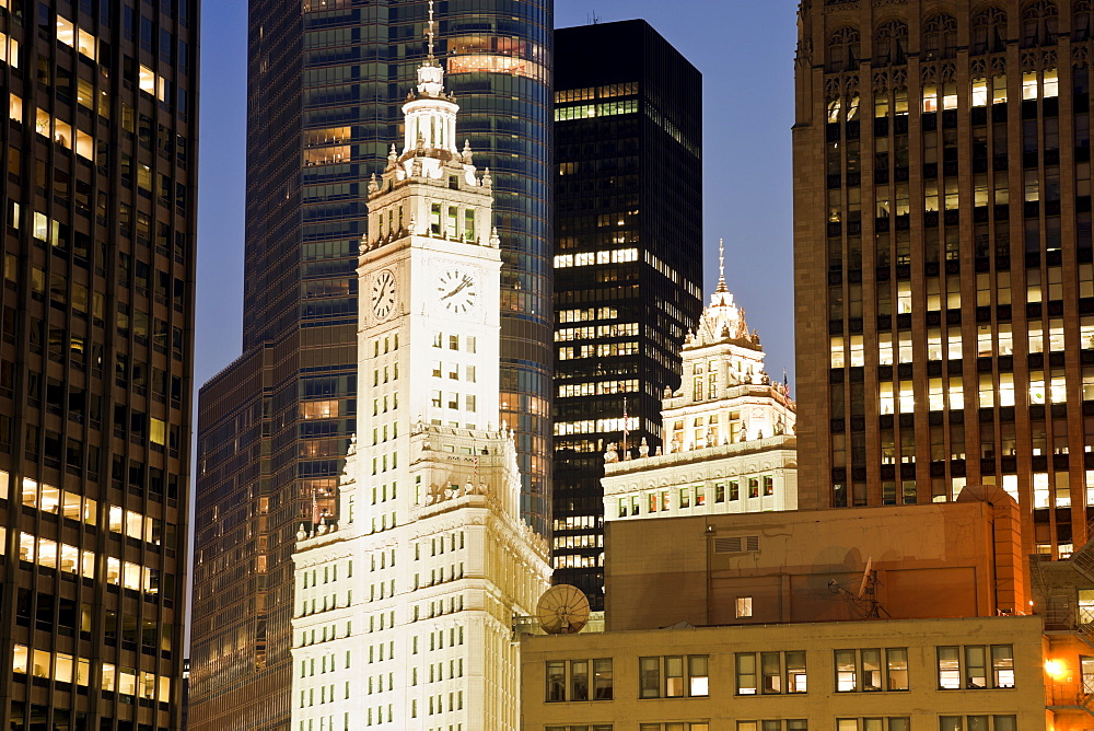 USA, Illinois, Chicago, Wrigley Building at night
