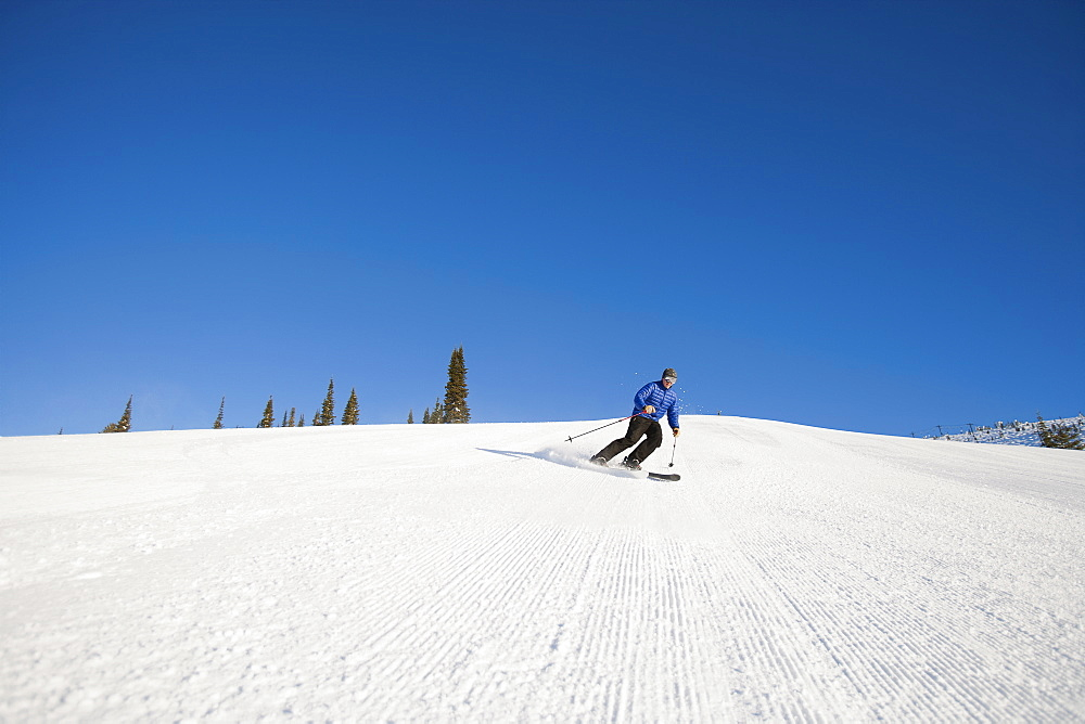 USA, Montana, Whitefish, Tourist on ski slope