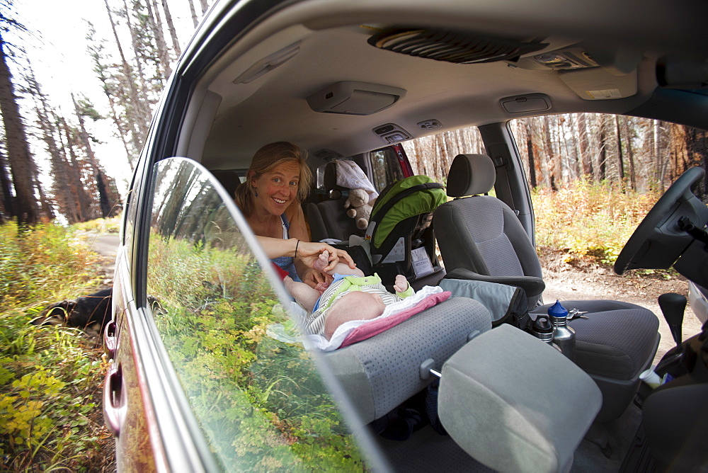 Mother with son (2-5 months) in car