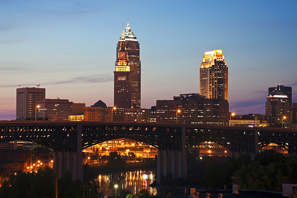 USA, Ohio, Cleveland, Skyline at sunset