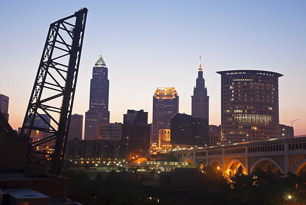 USA, Ohio, Cleveland, Skyline at sunrise