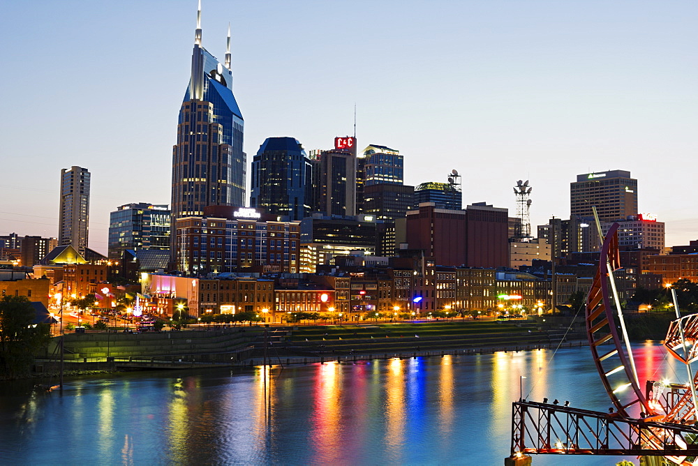 USA, Tennessee, Nashville, Evening skyline