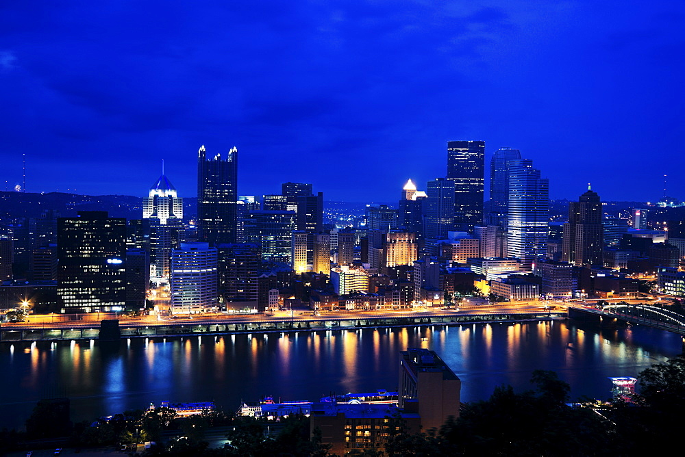 USA, Pennsylvania, Pittsburgh, Night skyline