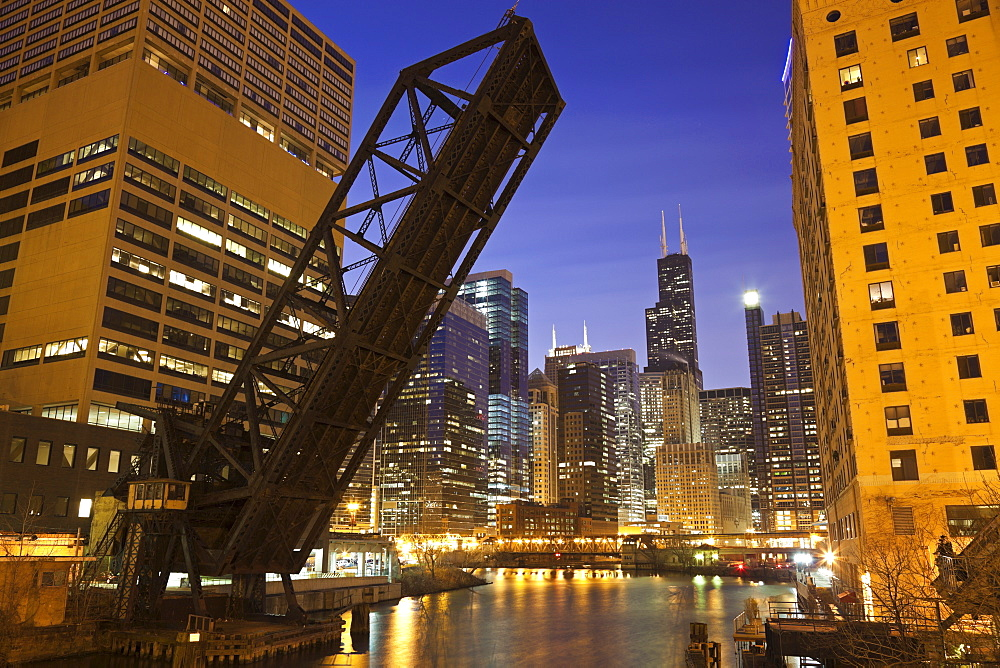 USA, Illinois, Chicago, Chicago River illuminated at night