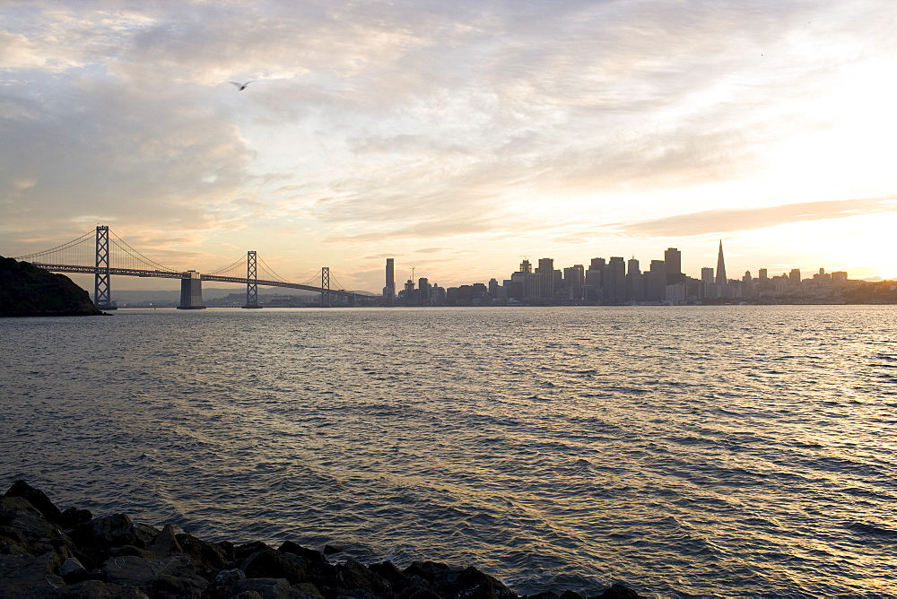 USA, San Francisco, City skyline with Golden Gate Bridge