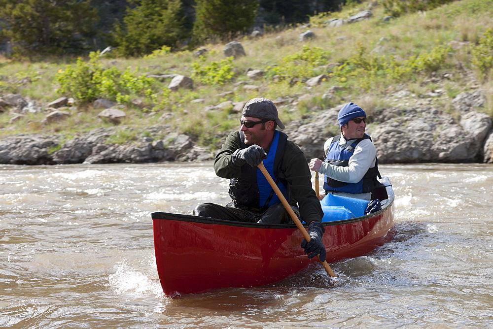 USA, Montana, Smith River, Two men kayaking
