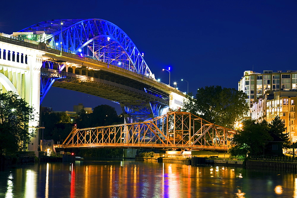 USA, Ohio, Cleveland, Bridge crossing Cuyahoga River at night