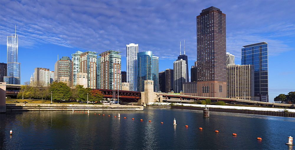 USA, Illinois, Chicago skyline across river