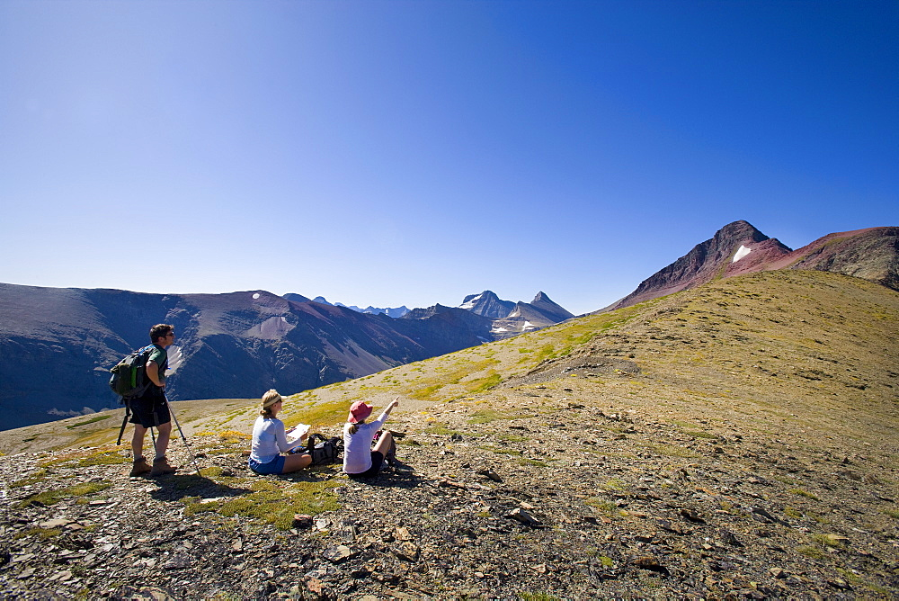 USA, Montana, Glacier National Park, Hikers resting on top