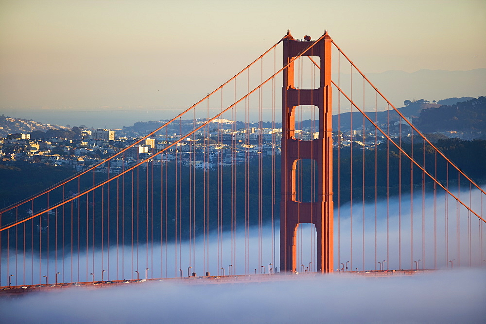 USA, California, San Francisco, Golden Gate Bridge in fog