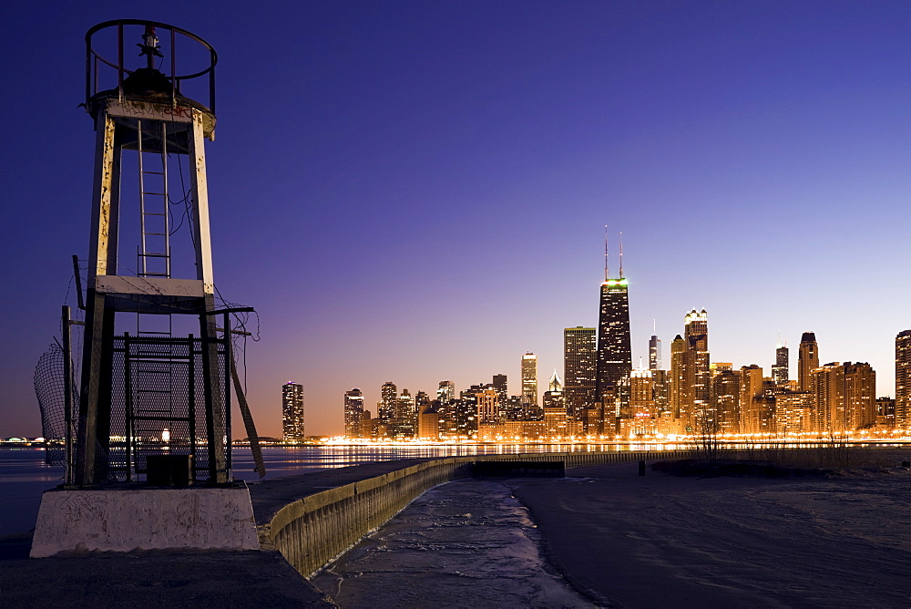 USA, Illinois, Chicago, City skyline from Lake Michigan at sunset