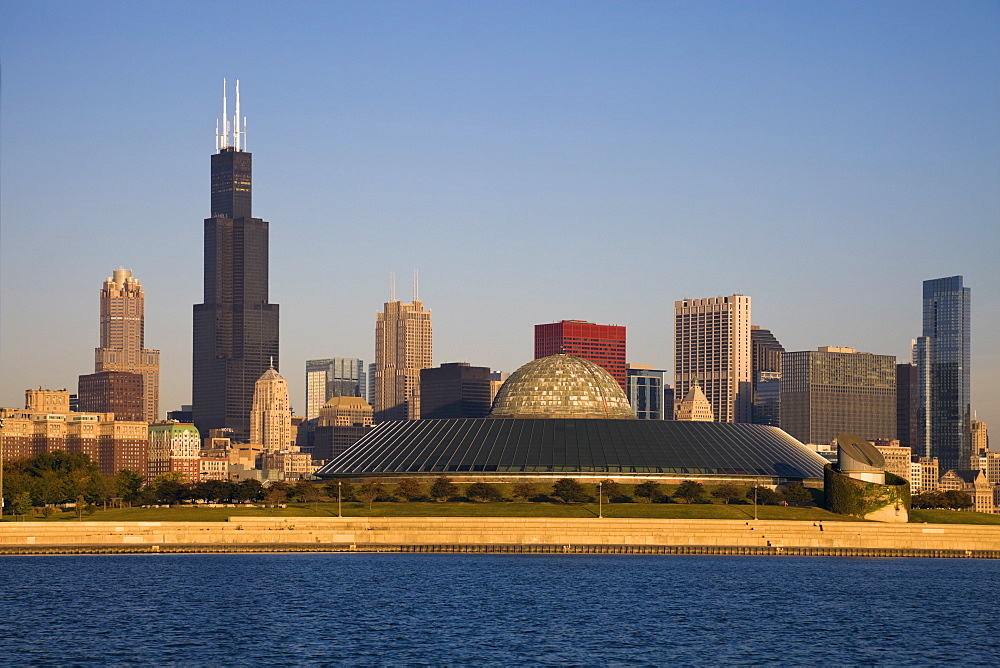 USA, Illinois, Chicago, City skyline with Adler Planetarium
