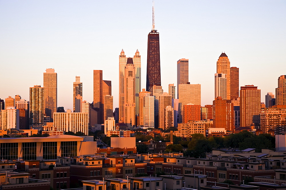 USA, Illinois, Chicago, City skyline at sunset