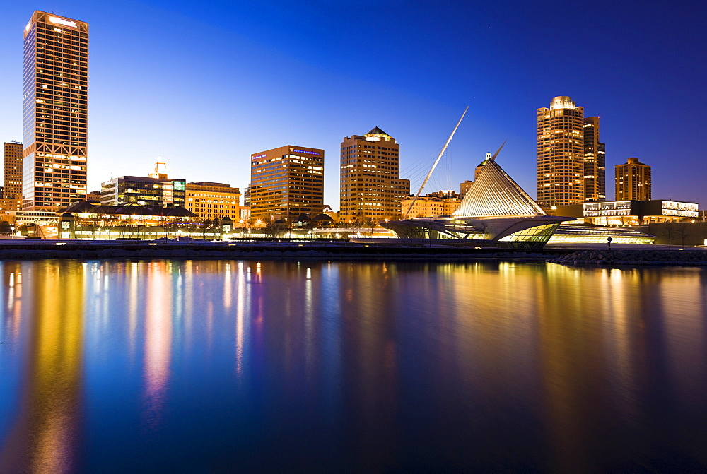 USA, Wisconsin, Milwaukee, Skyline illuminated at night