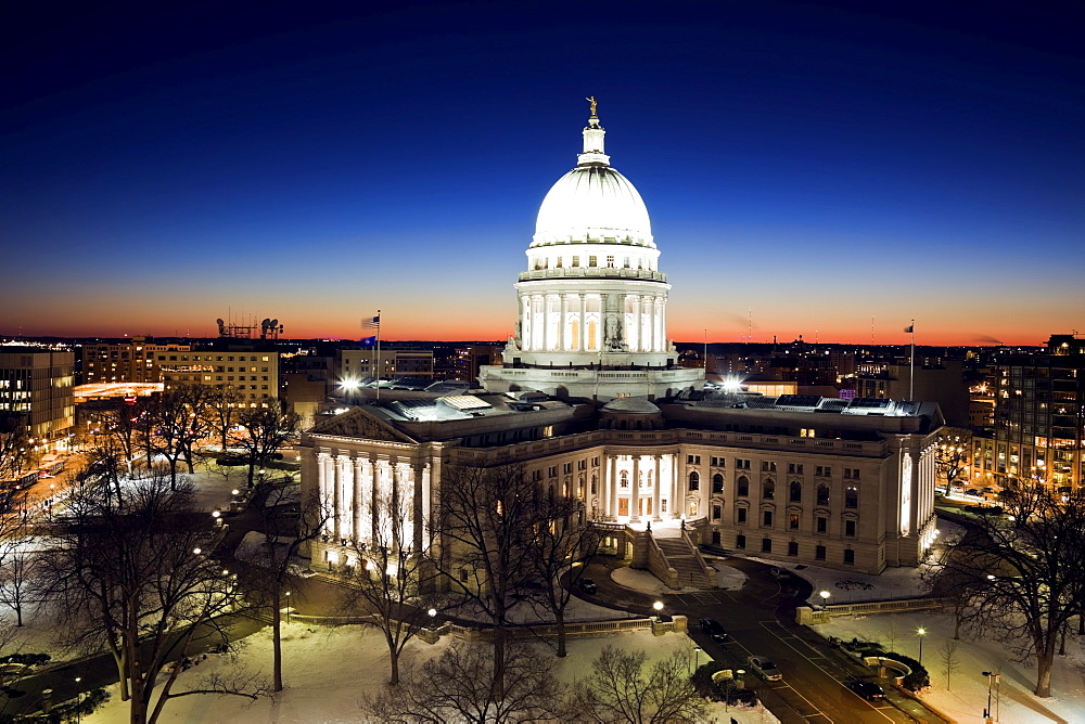 USA, Wisconsin, Madison, State Capitol building at sunset