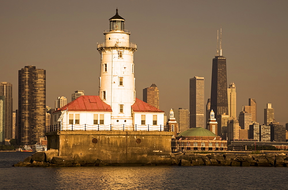 USA, Illinois, Chicago, lighthouse with cityscape behind at sunset