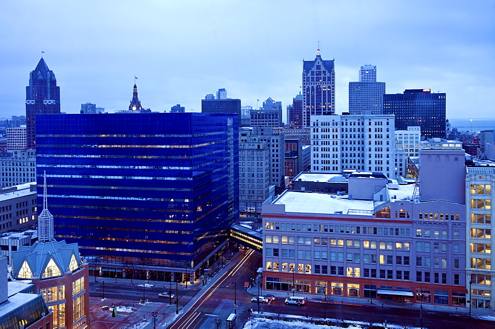 USA, Wisconsin, Milwaukee, cityscape in morning
