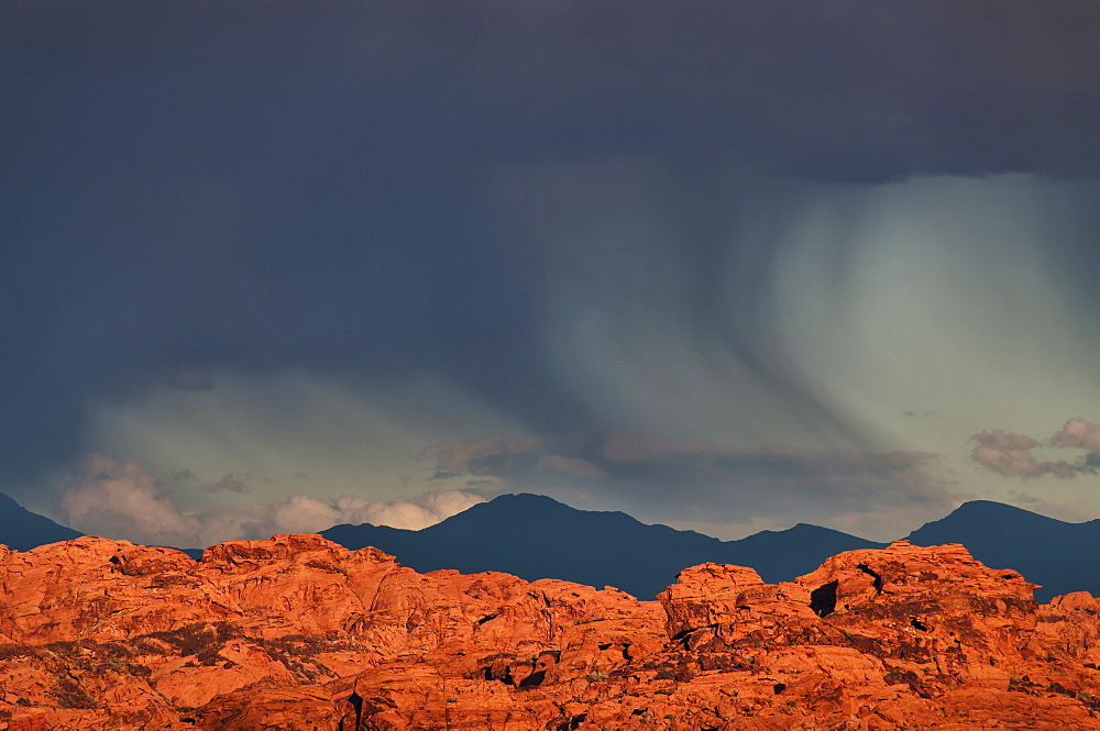 USA, Nevada, Valley of Fire, storm cloud over rocks