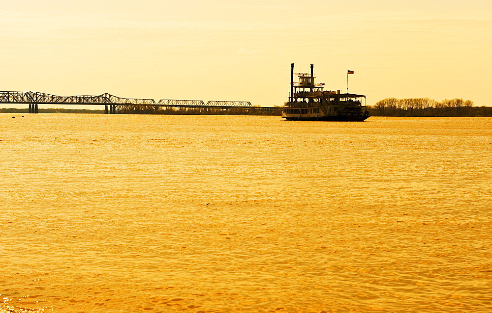 River boat on the Mississippi River