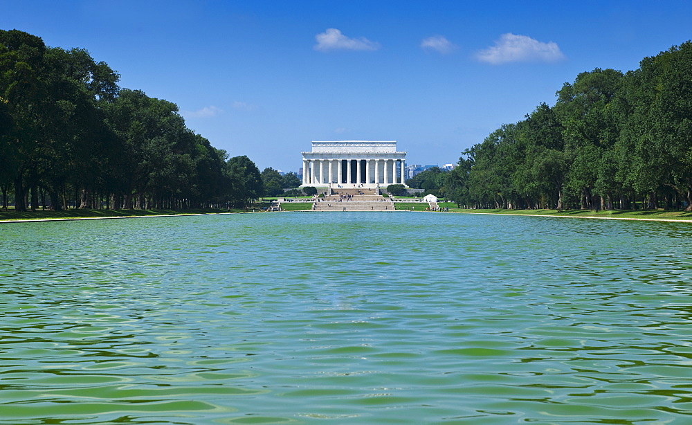 Reflecting pool in front of Lincoln memorial