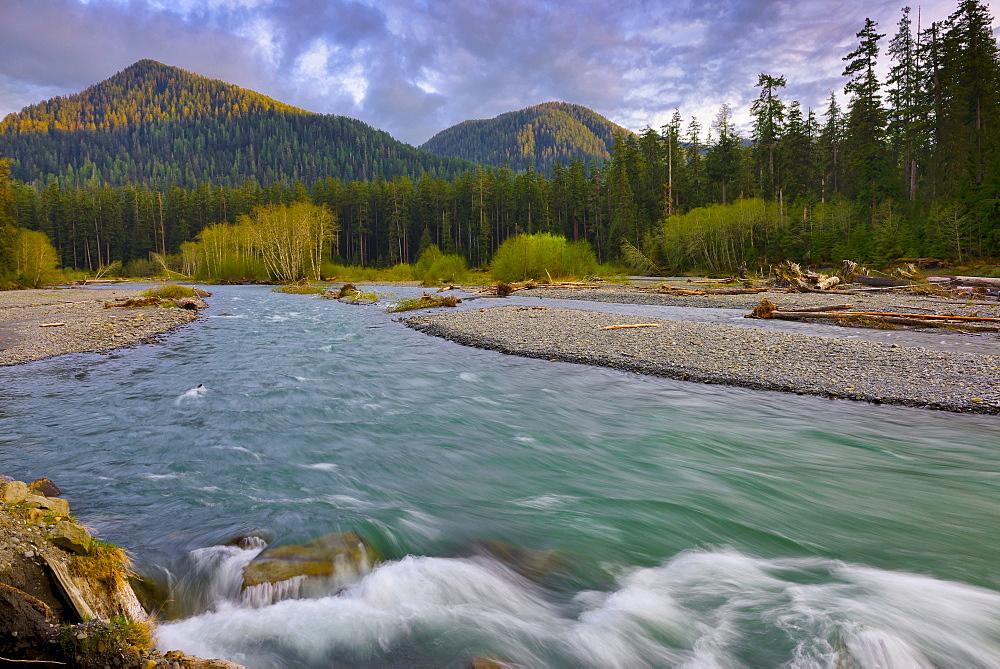 USA, Washington, Olympic National Park, Landscape with mountain and river, USA, Washington, Olympic National Park