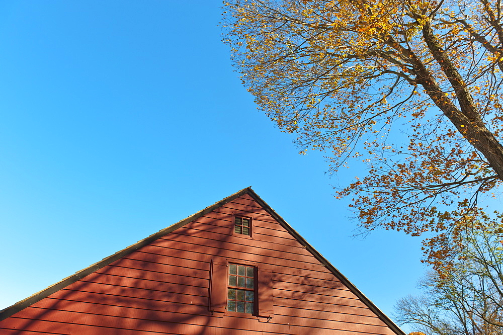 USA, New Jersey, Top of cottage house against blue sky