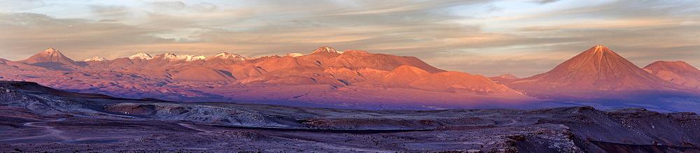 View to Valle de la Luna at sunrise, Chile, Antofagasta Region, Atacama Desert, Valle de la Luna